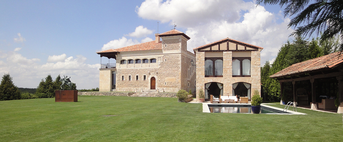 Historic hunting estate with a 12th-15th century palace in Segovia, Spain